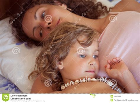 in bed with mom in bed with mom 28 images baby boy drinking bottle in