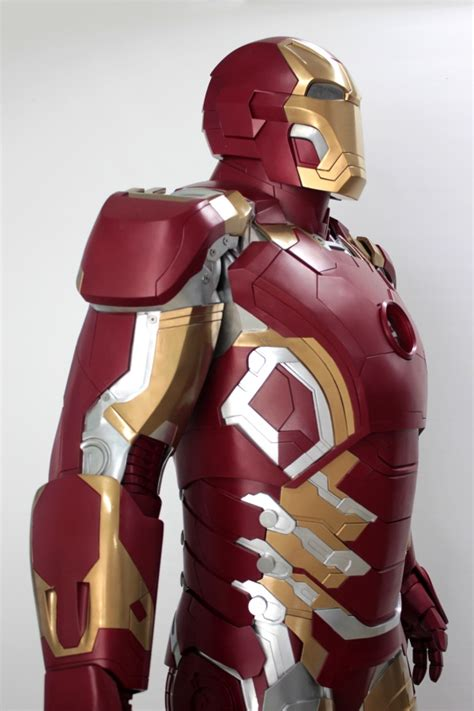 dersorg intricate life size iron man suit remote