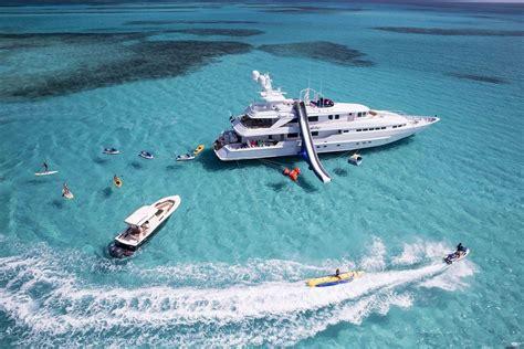 experience  luxury yacht charter   caribbean islands   bahamas world yacht group