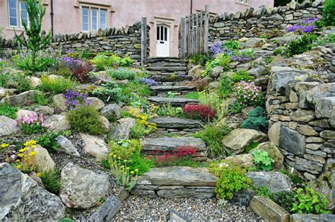 7 beautiful garden paths to inspire your next outdoor project