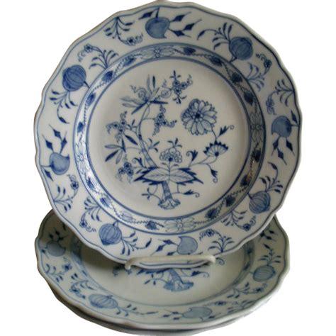 blue pattern dinner plates set of 3 meissen porcelain blue onion pattern dinner
