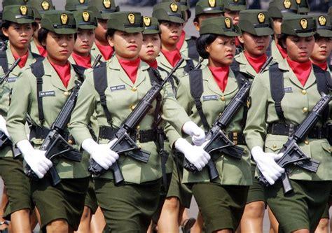 yakarta chica bonita indonesia obliga a sus mujeres polic 237 as y militares a