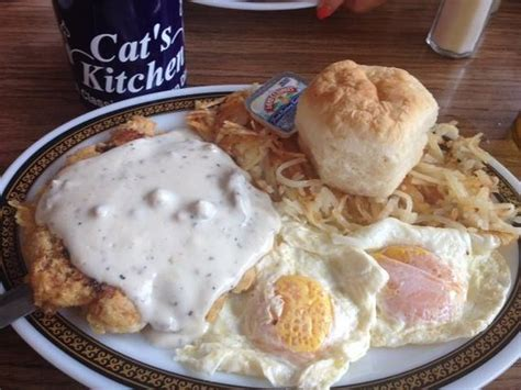 Cats Kitchen Columbia Mo by Country Fried Steak Eggs Hashbrowns Biscuit And Gravy