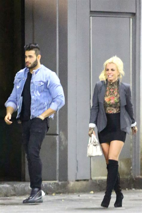 Britneys New Boy Toys A Spender by Hunky New Boy On A Date