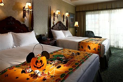 halloween themed rooms mouseinfo com the clash between the vire coven and