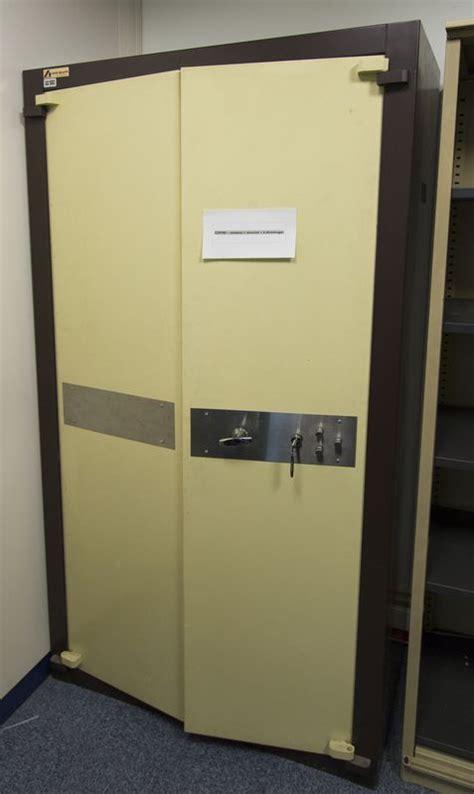 armoire forte acial armoire forte de marque acial securite beige et marron