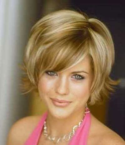 4 short hairstyles women over 50 round faces