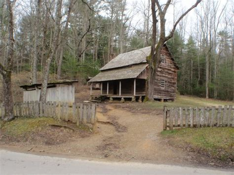 cabin picture of cades cove great smoky mountains