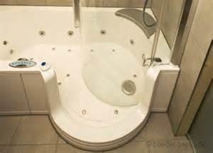 badewanne mit seiteneinstieg sprudelbadewannen artweger twinline komfortabel und leise