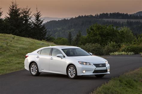 lexus es300 hybrid the 2015 lexus es 300h offers economy luxury performance