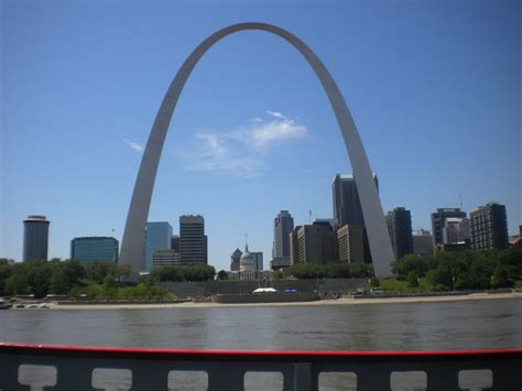 gateway arch summer travel savings st louis mo travel with red roof