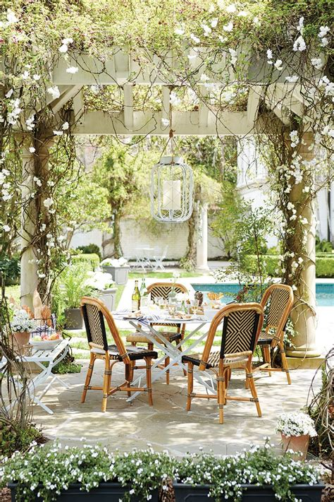 outdoor entertaining inspired outdoor entertaining from domino how to decorate