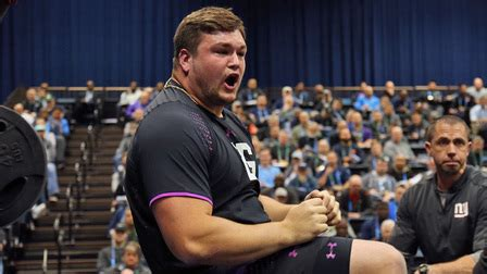 quenton nelson bench press notre dame guard quenton nelson puts up 35 reps