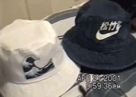 Buket Boxs hat on