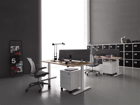 scrivania regolabile in altezza scrivania elettrica regolabile in altezza fino a 125 cm