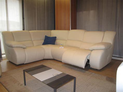 divani angolari pelle mambo divano angolare con movimento relax in vera pelle