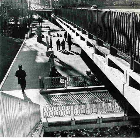 barandilla de un puente la barandilla del puente de la castellana y el museo de