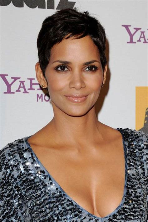 halle berry hairstyles weaves or wigs halle berry chic short pixie frisyr pinterest frisyr
