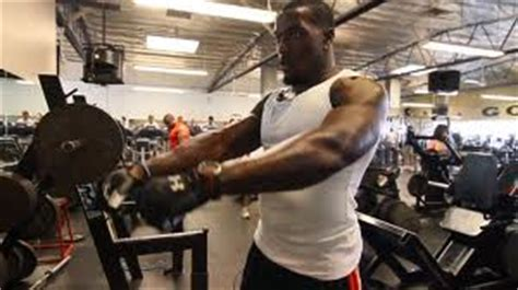 patrick willis bench press patrick willis workout 49ers strongman shares his secrets