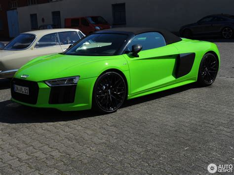 Lamborghini Audi Audi R8 Spyder Looks Great In Lambo Green