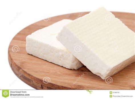 imagenes queso blanco dos rebanadas de queso feta blanco en una cocina suben