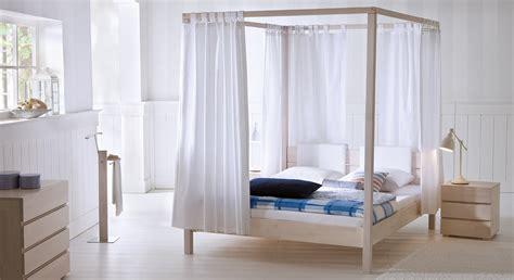 massivholz schlafzimmer weiß schlafzimmer ideen mit goldener tapete