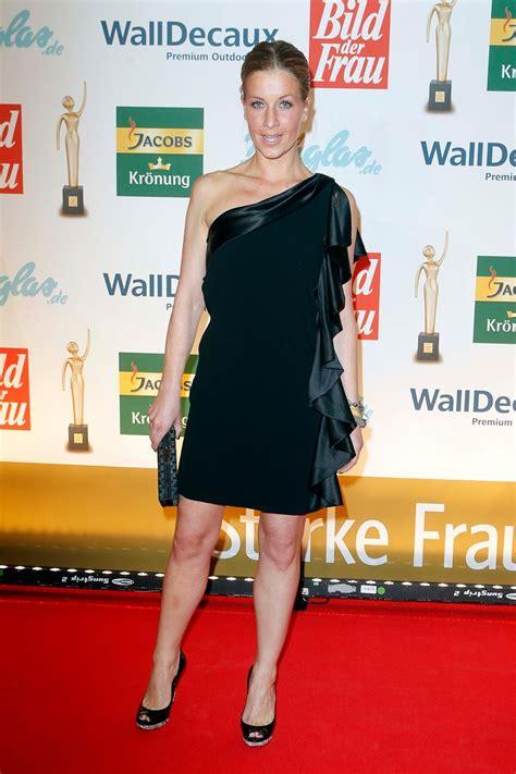 charlotte engelhardt sexy   goldene bild der frau