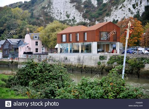 houses to buy in lewes view across the river ouse of the corten river house in lewes which stock photo