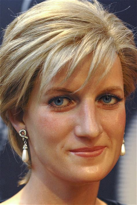 short biography lady diana princess diana looking gorgeous in pearls explore our