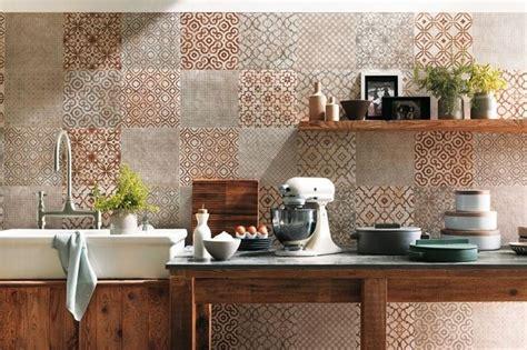 decorare piastrelle scegliere piastrelle decorate il decoupage come