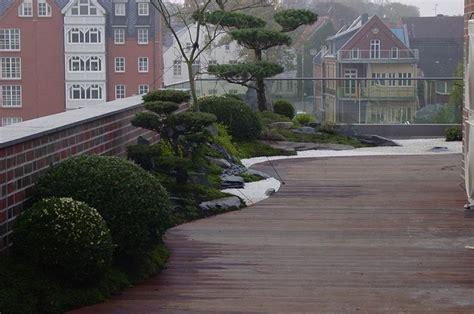 japanischer garten aufbau zengarten auf dachterrasse asiatisch terrasse