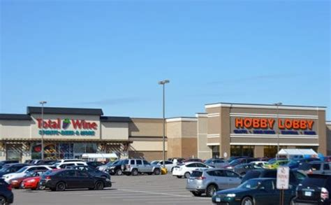 shopping centers, malls & retail stores in roseville, mn