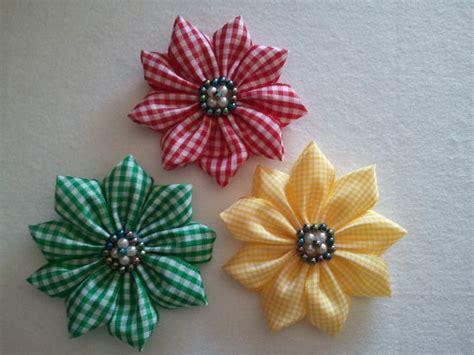 fiori di stoffa kanzashi oltre 25 fantastiche idee su fiori kanzashi su