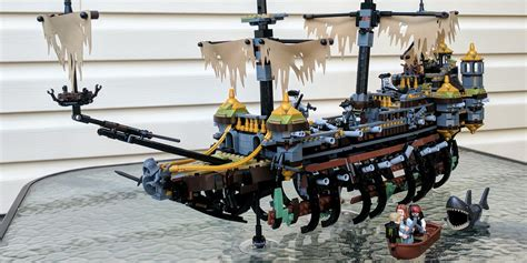 schip pirates of the caribbean pirates of the caribbean lego ship is as rickety as new film