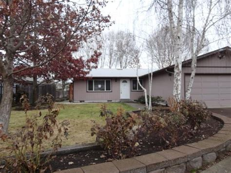 houses for sale in central point oregon 683 farnsworth dr central point oregon 97502 foreclosed