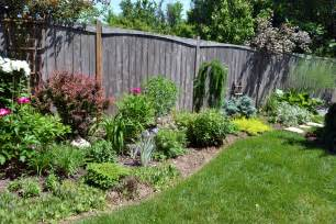 Landscaping Ideas For Curb Appeal - top ten shrubs for ottawa gardens 10 ottawa garden design