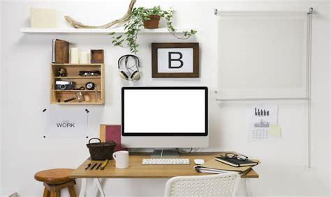 scrivania lavoro lavorare da casa con il pc 5 consigli per la scrivania