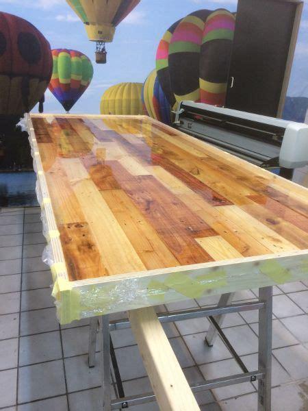 polyester boot coaten tafelbladen en barbladen coaten met epoxyhars tafelblad