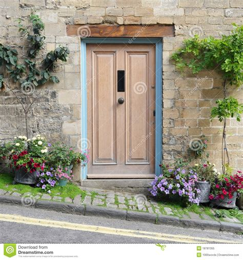 cottage front door royalty free stock photo image 18781355