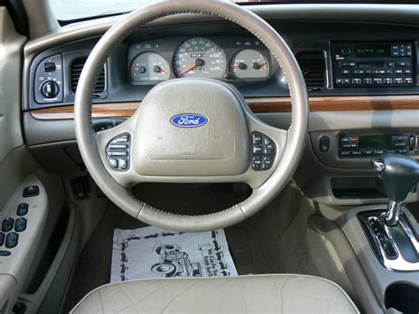 Ford Crown Interior 2002 ford crown pictures cargurus