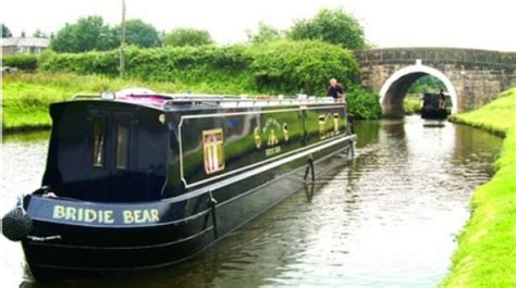 canal boat cruises romantic canal boat cruises in lancashire visitengland