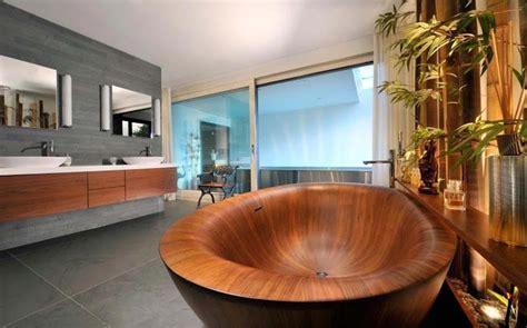 baignoire design en bois ou les salles de bains aux
