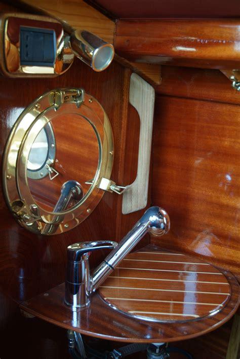 gozzi cabinati gozzo sebino barca in legno cantiere nautico ercole