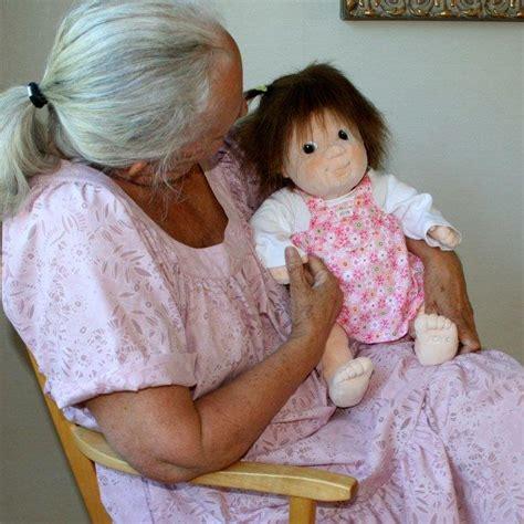 therapy doll la terapia della bambola doll therapy anziani vita