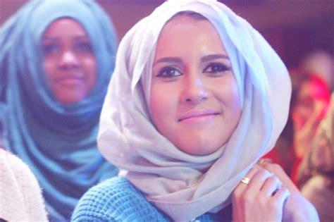 hijab tutorial   chic  memakai hijab