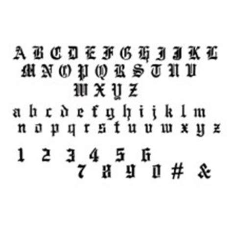 Modèle Tatouage Lettres Entrelacées