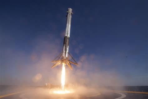 Spacex Background Check Photos Of The Falcon 9 Landing On A Ship Business Insider