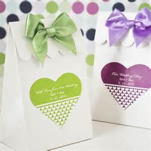 Shaped Wedding Favors by Personalized Shaped Favor Labels