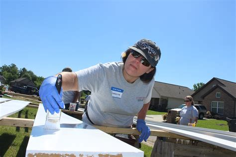 Alabama Working With Habitat For Humanity To Make A Difference | alabama power service organization volunteers turn young