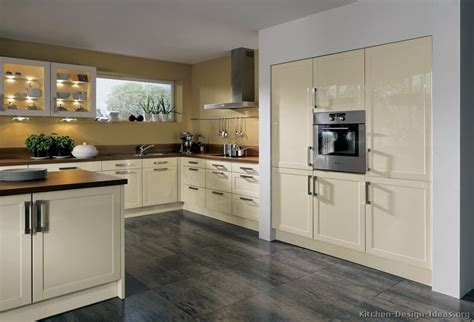 kitchen cabinets with white walls quicua